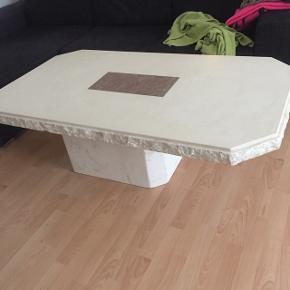 KØB BEGGE NU TIL 500 Stort og lille marmor sofabord.   Stort sofabord  H50 cm, B78 cm, L138 cm    Lille sofabord  H50 cm,  B71 cm, L71 cm   De fejler intet og fremstår flotte.  Skal afhentes i birkelse, 9440   Prisen er for begge borde hvis de købes samlet  Ellers 300kr for det lille og 400 for det store