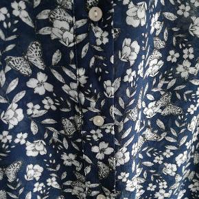 Skjorte fra H&M. Brugt få gange