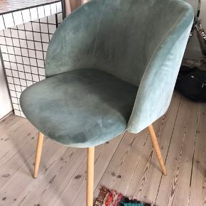 Velour stol fra Søstrene Grene.