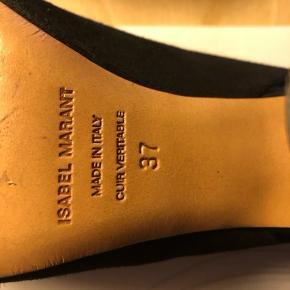Brugt 2 gange, behagelig pasform, sort ruskind, bruger normalt str 38men her en 37 fin.