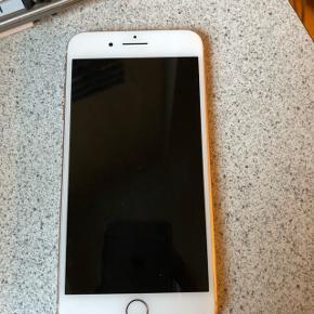 IPhone 8 plus gold 64 gb.Har altid været i lædercase. 11 mdr. Gammel. Skambud besvares ikke!!