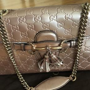 Fin lille taske. Måler ca. 25 x 15 cm