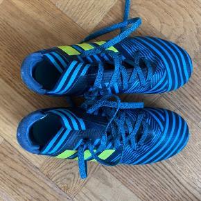 Fodboldstøvler, kun brugt få gange så blev de for små Kun afhentning eller køber betaler fragt