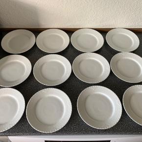 Royal Copenhagen.  12 stk. 19 cm. Hvid halvblonde tallerkener. De er aldrig brugt. Med brudgaranti men uden æske. Kan sendes