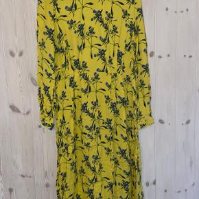 Super fin kjole der passer til alle arrangementer🌼🌻