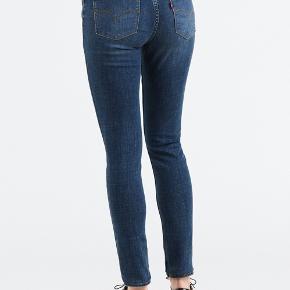 Levis 711 jeans i str.12 år, fremstår stort set dom nye! Mp 300