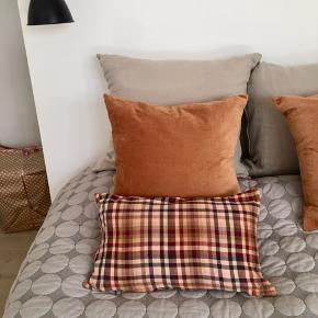 Så fine pudebetræk , syet af tørklæder fra aiayu af en syerske. Byd🌸 Har 2 stk.