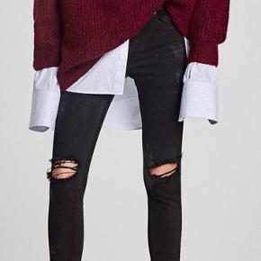 Slim jeans med huller og blomstret mønster på siden fra ZARA  Størrelse 36 Nypris 400