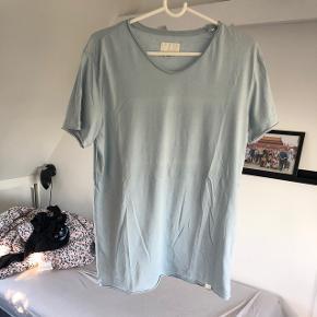 Shine t-shirt Koster omkring 300 fra ny Brugt 1-2 gange  Medium  Sæges for 75kr