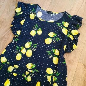 Smashed lemon sæt - nederdel og top - med skønt citronprint. Nederdel str 40 og top str 38