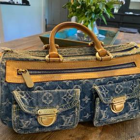 """Super smuk håndtaske fra Louis Vuitton """"Neo Speedy"""" der er brugsspor inde i tasken (se foto)  Jeg har foto af kvitteringen! Som bliver sendt ved køb.  Mål 30x19"""