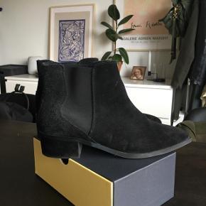 Smukkeste støvler fra Selected Femme. Passet rigtig godt på :-)