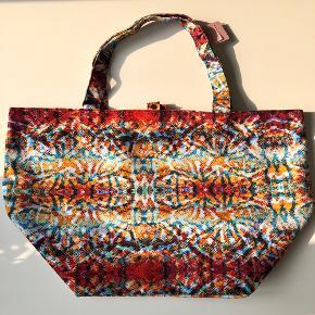 """Prima Donna Swim """"Strandtaske"""" m. indvendig lomme 🏖🌞 Materiale: 100% polyester   Byd gerne kan enten afhentes i Århus C eller sendes på købers regning 📮✉️"""