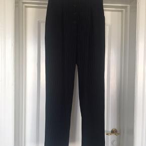 H&M trend højtaljede nålestribede bukser med knaplukning.