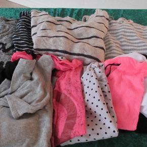 Tøjpakke bestående af: 3 langærmede bluser 6 toppe 2 t-shirt. Str 13-14 år eller svarende dertil Sælges samlet for kun 50 kr.  Se også mine flere end 100 andre annoncer med bla dame-herre-børne og fodtøj