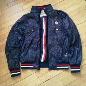 Lækker Moncler jakke i str XL sælges til billig pris da jeg flytter til udlandet