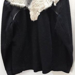 Uld jakke, med gedeskind, købt som kunsthåndværk, men aldrig brugt.