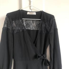 Fin bluse købt på ASOS i str 38. Aldrig brugt