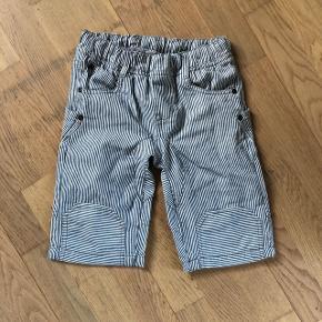 Stribede shorts - aldrig brugt str. 122 Bytter ikke