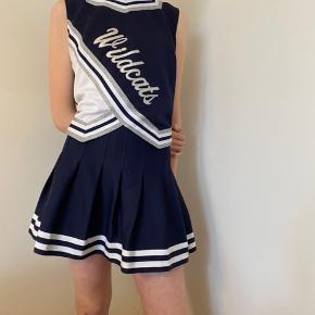 Sælger mit vintage terleder kostume. Brugt en gang og i super lækre kvalitet.   Tags: Prada / Fedi / vintage / prada / pink / rosa / Styleaddict / Levi's / Vergegirl