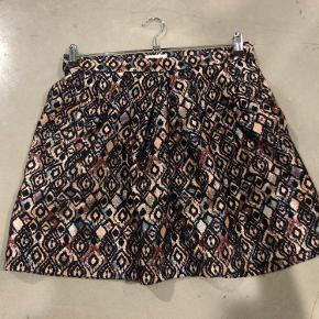 Flot nederdel sælges Str. 40 Sender gerne