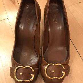 Gucci heels i str. 36. Størrelsessvarende. Brugstegn på hæle.  Intet medfølger udover skoene. Nypris 3500