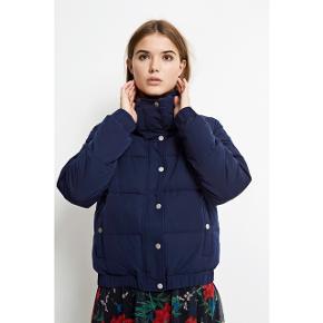Bomberjacket fra Envii, perfekt som overgangsjakke🍁Er brugt meget lidt Stadig i butikkerne  Nypris 950kr  Se også mine andre jakker 😊