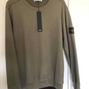 Stone Island sweater olive green  - kun prøvet på en gang - str XL men fotter meget mindre  - køber betaler fragt