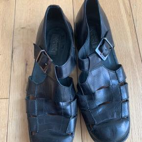 Vintage Italian sandals/shoes ideal for dressy summer size 41 but can fit 42