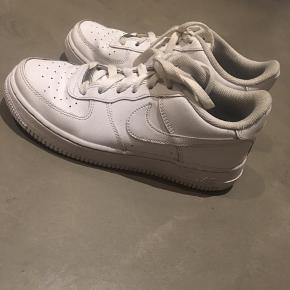 Nike Sneakers, God, men brugt. Kolding - Sælger mine air force i str 37. De er brugte men fejler intet. Nyprisen var 800,- BYD!. Nike Sneakers, Kolding. God, men brugt, Brugt en periode og har derfor mindre tegn på brug