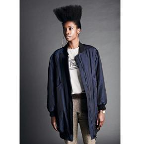 Lækreste frakke fra Rabens Saloner, som aldrig er brugt og med prismærke. Str. XS   Nypris:1999,-  Bud fra: 1200,-  Bytter ikke med denne.