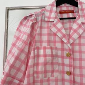 Brugt ganske få gange - sødeste skjorte