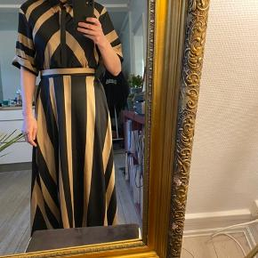 Flot Zara kjole, til sommer og vinter.