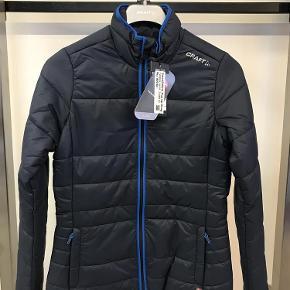 0549d21695d Varetype: jakke Farve: Mørkeblå Oprindelig købspris: 1800 kr. Prisen angivet  er inklusiv