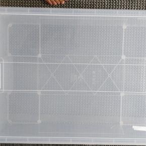Bedroller. Kasse m. Låg til under sengen. 78x56x18 cm/55 l. Nypris 110 kr. Flot tilstand uden ridser. IKEA SAMLA