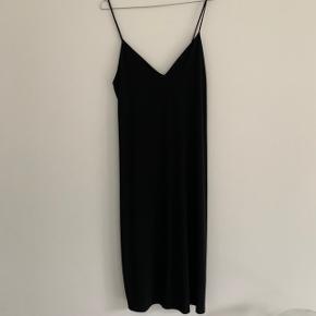 Sort basic kjole Str. 36 Byd