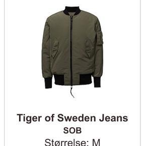 Tiger of sweden jeans bomber jacket str medium sælges.  Brugt meget få gange og fremstår derfor i rigtig flot stand, ingen mærker eller slid.   Nypris 2000 kr.   Bytter ikke
