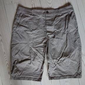 Sandfarvet shorts fra Asos. Størrelse 32  Kan hentes og sendes  Afhentning i Brabrand