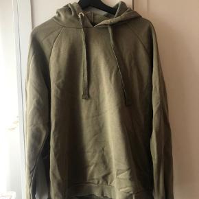 Gina tricot sweatshirt i army grøn  Str L