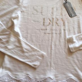Super fin bluse i bomuld og polyester . Nypris 350kr