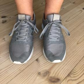 Grå sneakers fra New Balance - str. 36Stand: God men brugt 😊