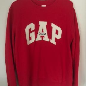 Rød GAP sweatshirt, brugt få gange Spørg endelig for mere info eller flere billeder💞