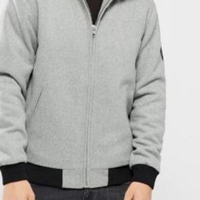 Varetype: Jakke NY Farve: Grå Oprindelig købspris: 1000 kr.  Lækker overgangs jakke fra Fat Moose  Str M