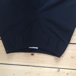 Sorte bukser købt i Episode, passer størrelse S. God stand og meget flotte på