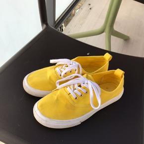 Sneakers fra H&M Divided, brugt én gang. Er åben for bud og evt. byttehandel ☺️