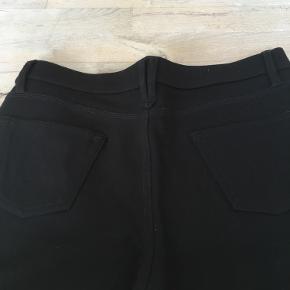 Super fine stretch jeans - 65% viscose, 30% polyamide og 5% elastane. Rigtig fin stand. Kommer fra et dyre- og røgfrit hjem. Køber betaler forsendelsen. 😊