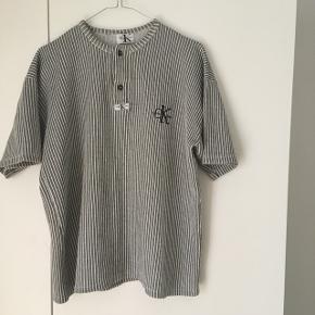 Vintage calvin Klein trøje, med fede detaljer.
