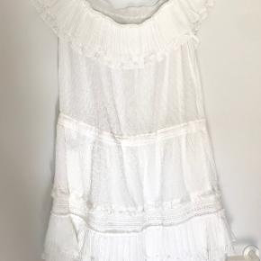 Sød kjole lavet af 100% bomuld. Perfekt stand og ubrugt. Kommer fra et røgfrit hjem. Sender gerne.
