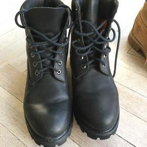 Str 8,5 = 42 Herre støvle. I super fin stand og sælges kun fordi de klemmer lidt på min mands fod.