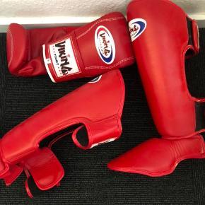 Helt nyt bokse set  1 par boksehansker  1 knæbeskyttere